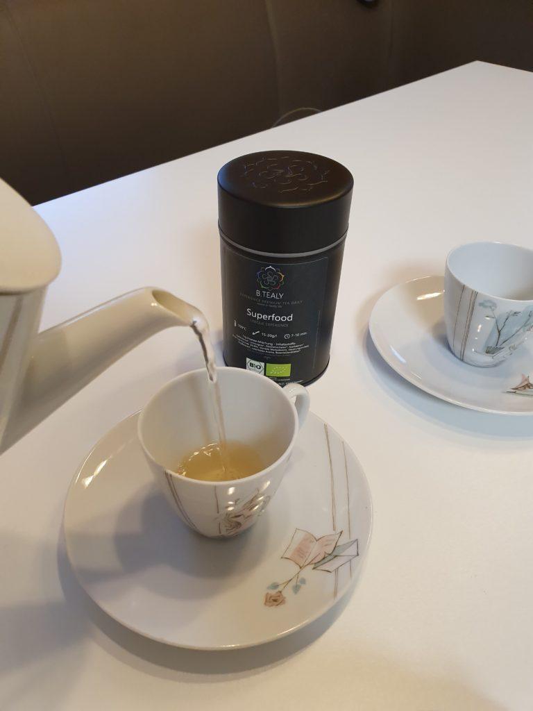 B.Tealy Premium Tee eingießen