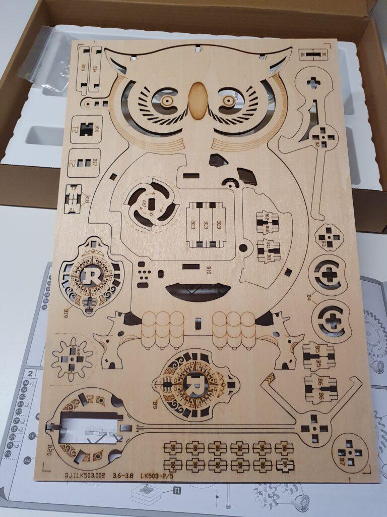 Holzpuzzle Bogen mit Teilen