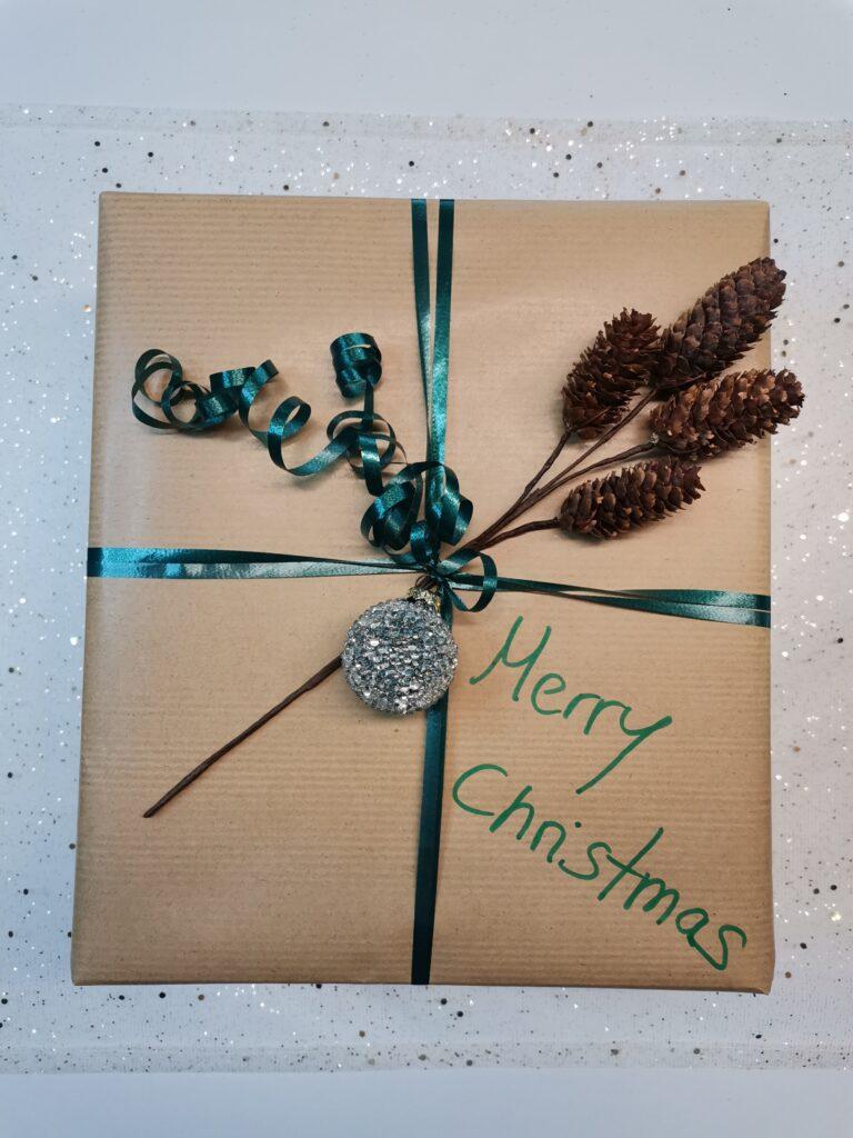 grünes Band weihnachtliches Geschenk Kneipp
