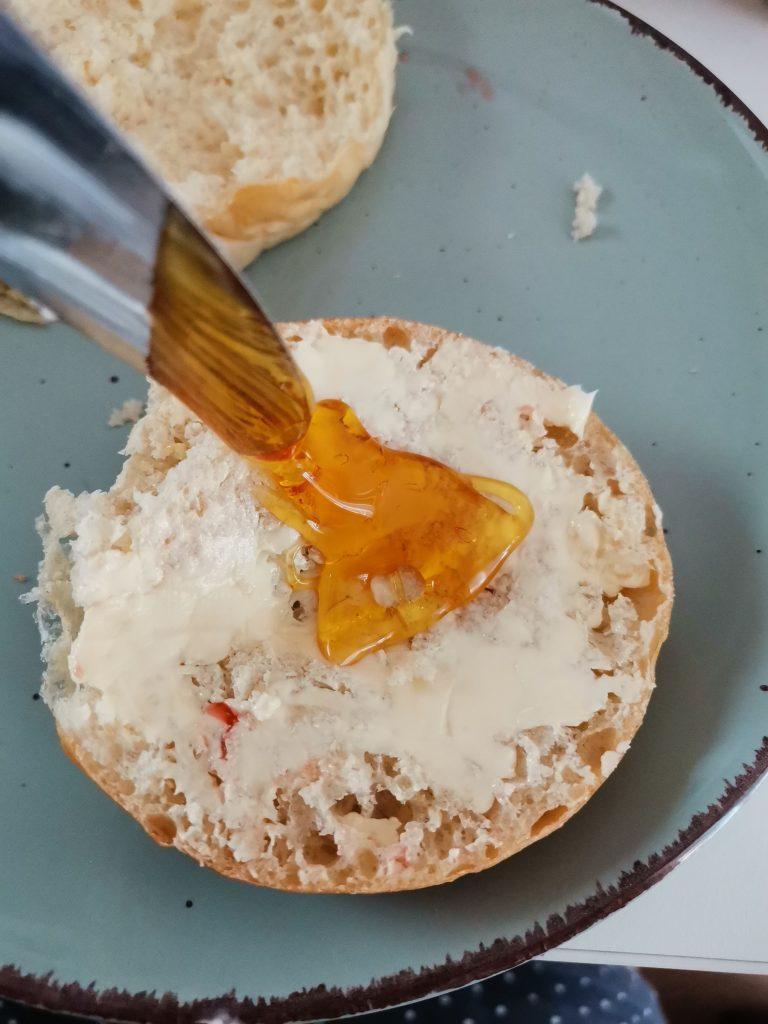 Vegablum Wonig mit Brennnessel aufs Brot