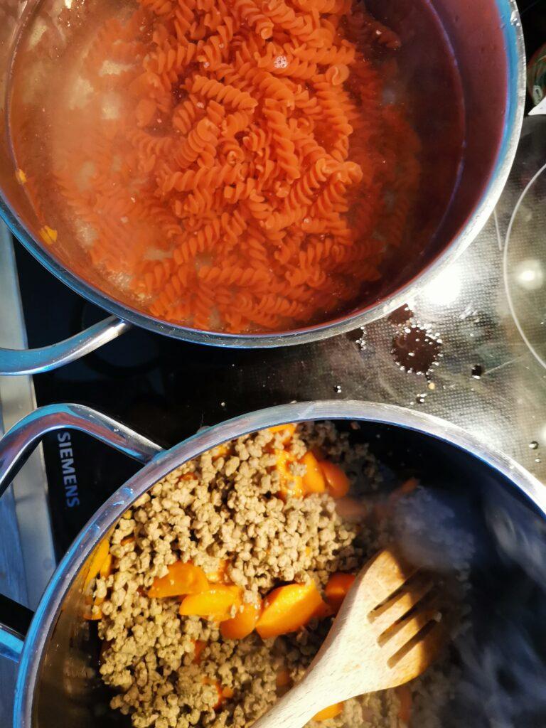 Linsennudeln mit vegetarischer Bolognese